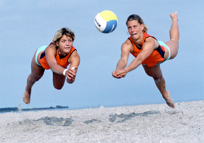 <h2>Laura Ludwig, Sara Goller</h2><div id='trenner'></div>Beachvolleyball, 2004 <div id='trenner'></div> <div id='tags'>Schlagworte: <a href='/laura_ludwig' rel='tag' title=''>Laura Ludwig</a> | <a href='/sara_goller' rel='tag' title=''>Sara Goller</a> | <a href='/galerie/sport_archiv' rel='tag' title=''>Sport Archiv</a></div>